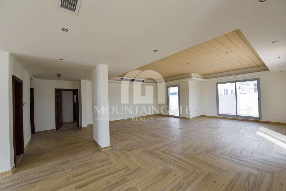 Modern Style 5 Bedrooms Villa +Maid +Driver Room in JVT
